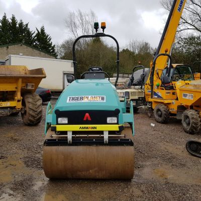 A front view picture of a road roller
