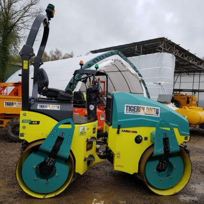 A right side view picture of a road roller